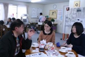 学生のインタビューを受ける今野由喜さん