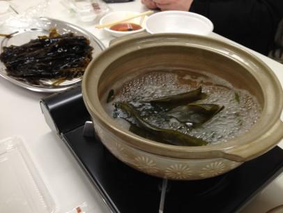釜石社協提供の昆布だしわかめのしゃぶしゃぶと釜石ラーメン