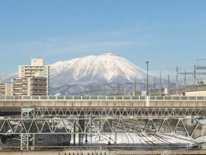 盛岡駅から望む岩手山