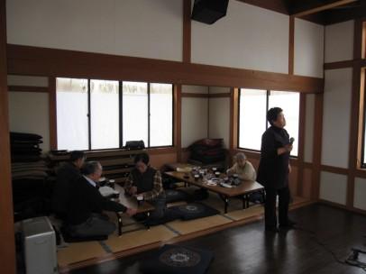 松川地区、立子山地区、飯舘地区、蓬莱地区の方々に、毎週木曜日のカラオケ無料開放の声掛けをしています(福島市松川町蓬莱橋近くの「あぶくま茶屋」)