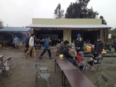 毎週土曜日と日曜日の午前8時から正午まであぶくま茶屋で開催している朝市。
