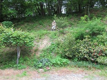 ①家の周りの草刈り作業