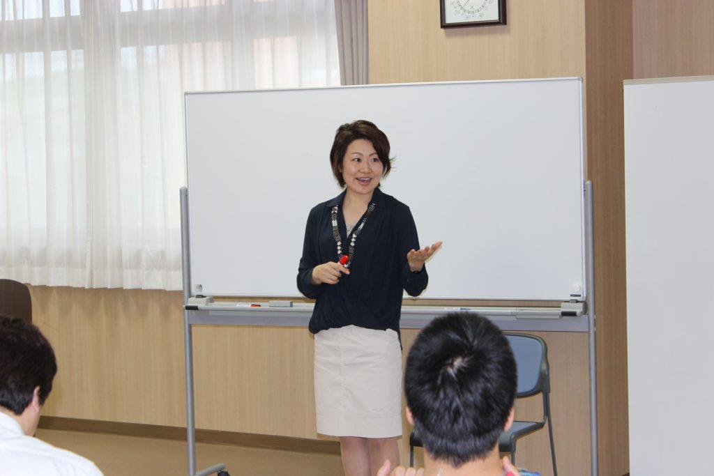 コーチングセミナーのひとコマ。写真は、主任講師の佐藤和美さん(南相馬市出身)